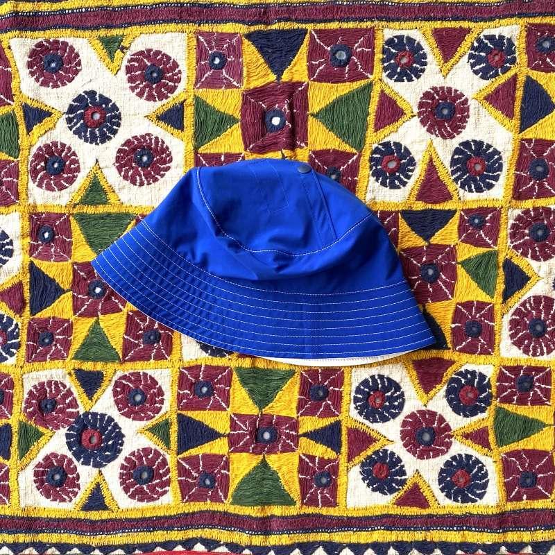 """画像1: NOROLL """"TWOFACE PUCKABLE HAT"""" - BLUE × WHITE (1)"""